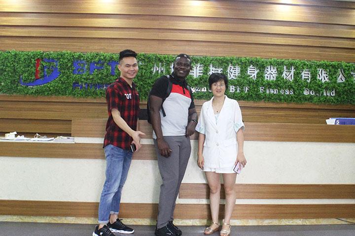 非洲客户来中国采购健身器材