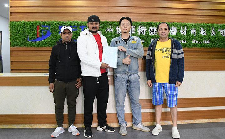 尼泊尔客户来中国采购健身器材